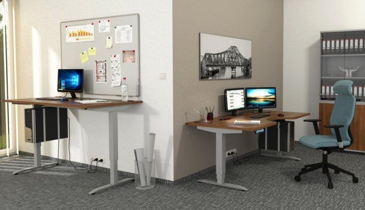 MOTION Adjustable Height Desks